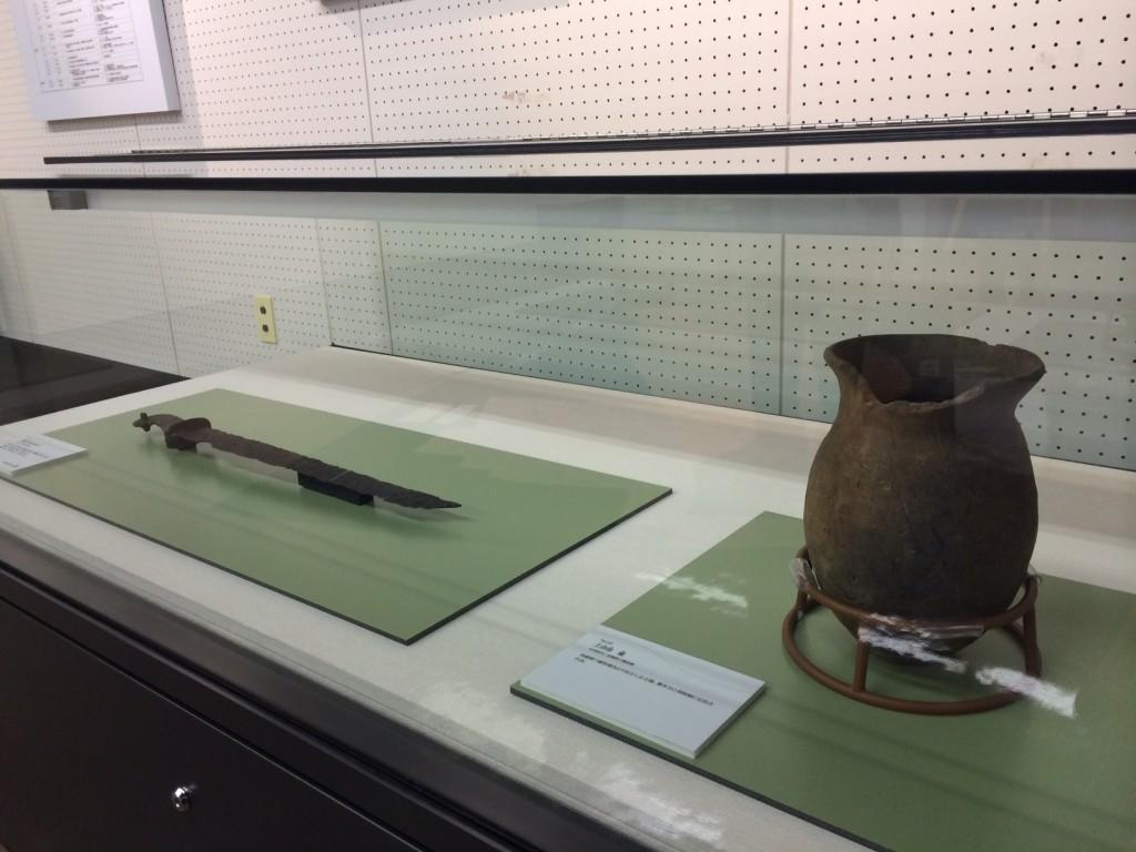 蕨手刀と壺