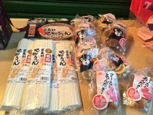 2等 武蔵野地粉うどん、熊本復興支援クッキー、サーターアンダギー等(撮影:小松由美氏)