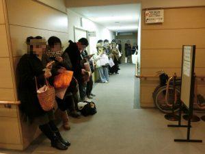 Saigenji氏整理券待ちの皆様。16:30の時報と共に、あっという間に100枚以上配布されました!