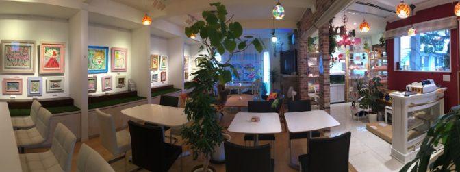 サロン併設のカフェでは、フレンチトーストや東京限定のドライカレーもいただけます