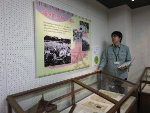 昭和20年(1945)頃、服=野良着(農作業用服)でした。各家庭で服を作り、直して着ていました。そのための道具展示してあります。
