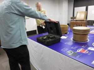 そこで、波田学芸員が、武蔵野ふるさと歴史館秘蔵の、音の出る蓄音機でレコードを聴かせてくれました♬(^^♪