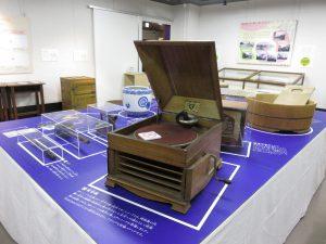 展示してある蓄音機は、壊れていて音が出ません。