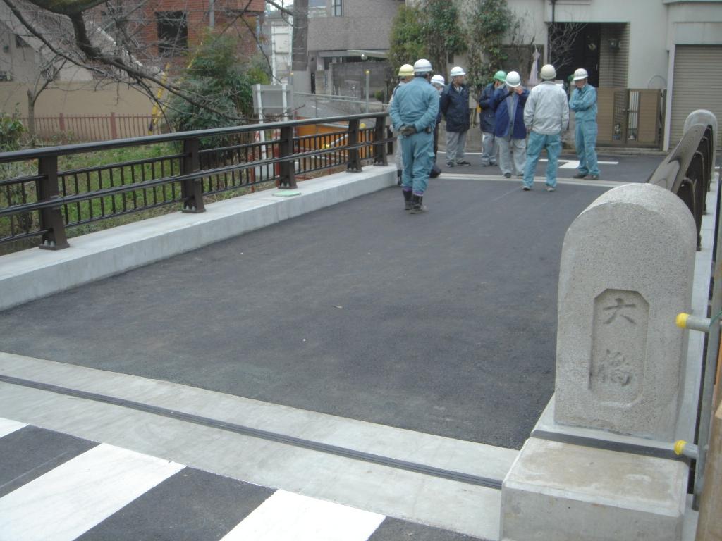完成した新しい「大橋」(最終チェックをしているところ)。2017年3月、市民の米田利民氏撮影