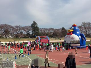 武蔵野陸上競技場、ペンギンフアフア。