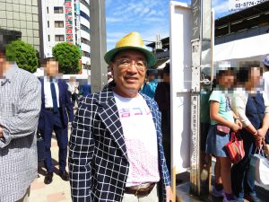 吉コレTシャツを着た、稲垣商工会議所会頭・武蔵野市観光機構理事長。「さっきステージでお話しされてた方ですか~?」とご婦人たちから声を掛けられ、モテモテでした。粋な帽子は、衣装ではなくtenboさんにお借りしたそうです。