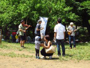 アイリッシュバンドMonllowの演奏。